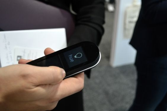 Sevenhugs smart remote that auto senses lights to control them