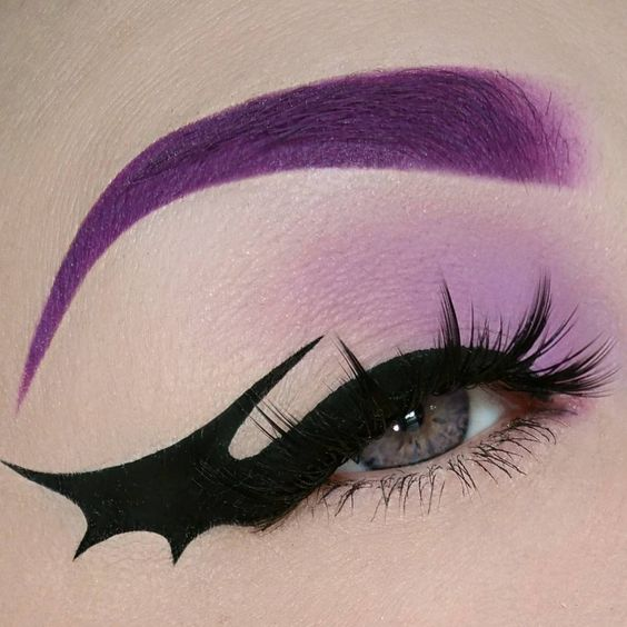 Bat Eyeliner Trend | POPSUGAR Beauty