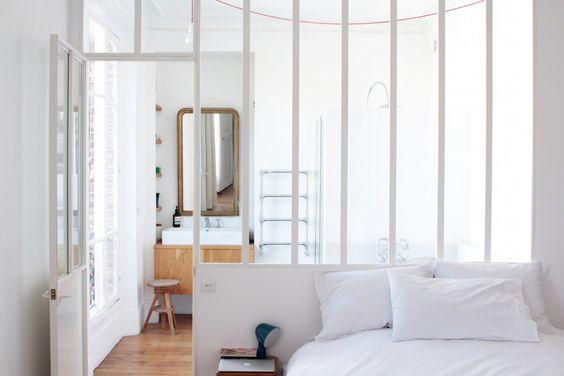 Un verrière entre la chambre du fond et la future salle de bain? Home Tour Design Paris // Hëllø Blogzine www.hello-hello.fr