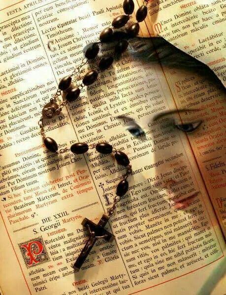 Participa de los espacios de oraciones en la Capilla de nuestra sede, en horario de 6 a.m., 12 md., y 3 p.m.