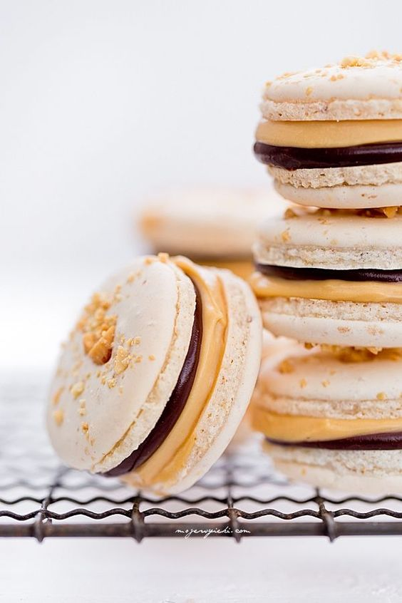 snickers macarons with cream caramel and chocOlate ganache | macaron ...