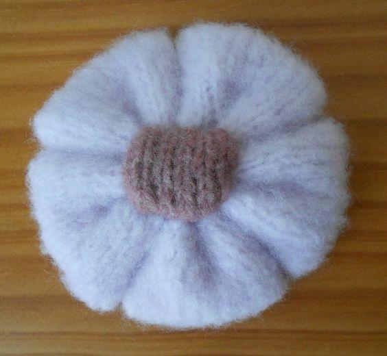 Faire une fleur au tricot tricot pinterest tricot et crochet - Faire une boutonniere au tricot ...