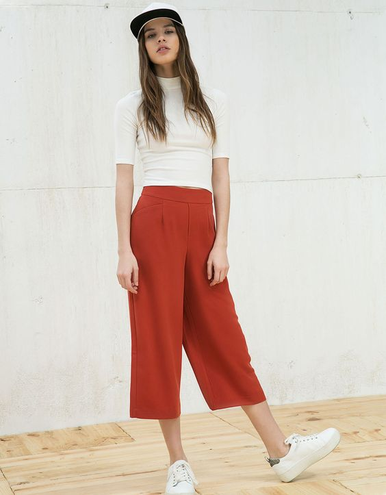 Flowy fabric culotte trousers. Discover this and many more items in Bershka with new products every week