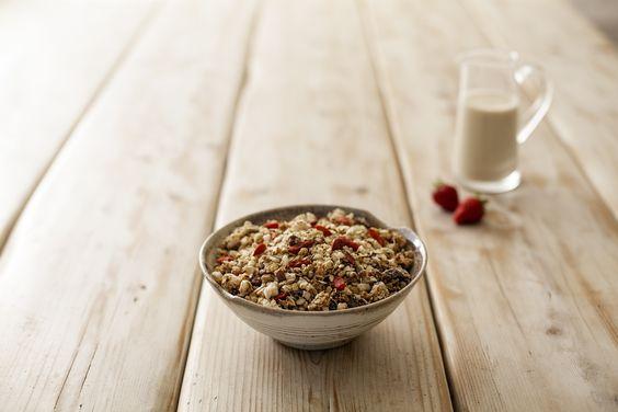 Muesli del buon mattino - Riso soffiato, fiocchi avena, mandorle, nocciole, semi di sesamo, semi di  lino, semi di girasole, semi di papavero, uvetta, mirtillo disidratato, malto di riso