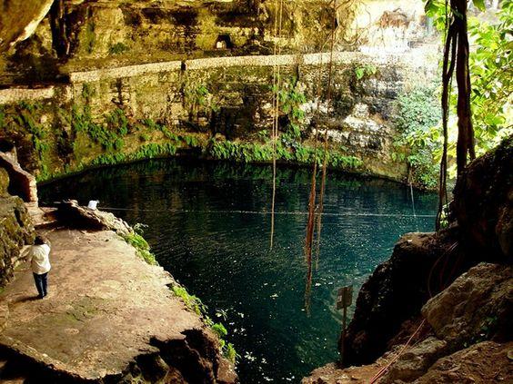 Cenote Zací en Valladolid, Yucatán, México