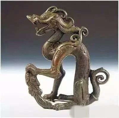 Bronze seated dragon, Jin Dynasty (1115-1234 AD). Collection of Heilongjiang Province Museum