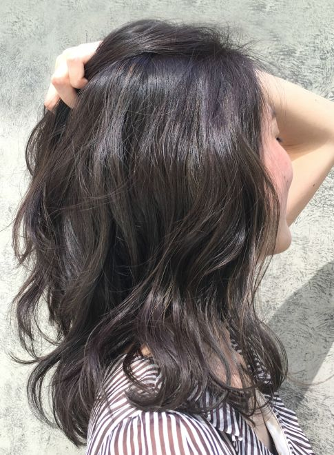 大人可愛いくびれミディ 髪型セミロング 黒髪ロング パーマ 髪型