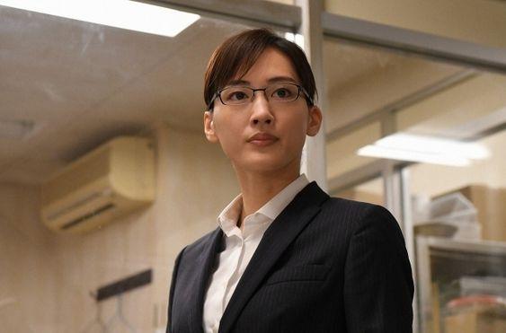 岩木亜希子役を演じる綾瀬はるか