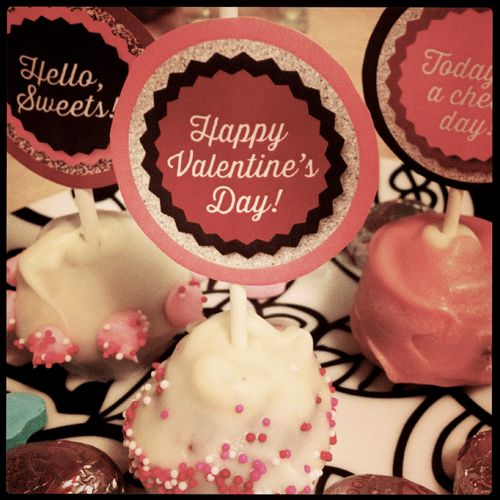 We're loving these cake pop toppers! They're adorable.