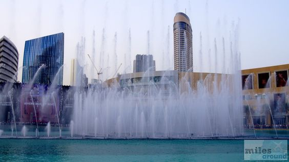 The Dubai Fountain - Check more at https://www.miles-around.de/asien/vereinigte-arabische-emirate/gross-gigantisch-dubai-mall/,  #BurjKhalifa #Dubai #DubaiCreek #DubaiFountain #DubaiMall #Emirate #Geocaching #Highlight #Markt #Shopping #Souk