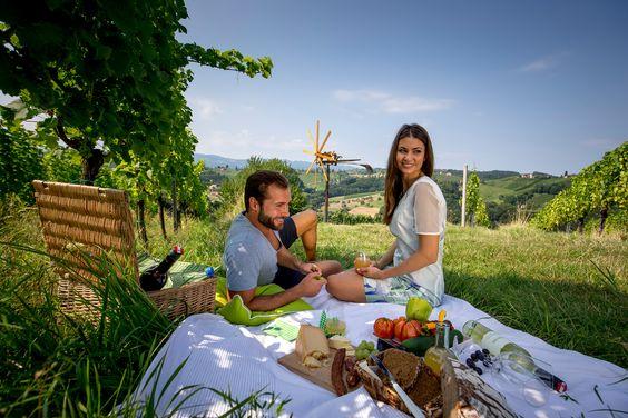 Die Steiermark lädt zum Frühlingsurlaub! Ob Wellness, Golf oder sportlich aktiv, bei den Top-Angeboten des grünen Herz Österreichs ist für jeden Urlaubsgeschmack etwas dabei. Überzeugen Sie sich selbst: http://goo.gl/LErboe