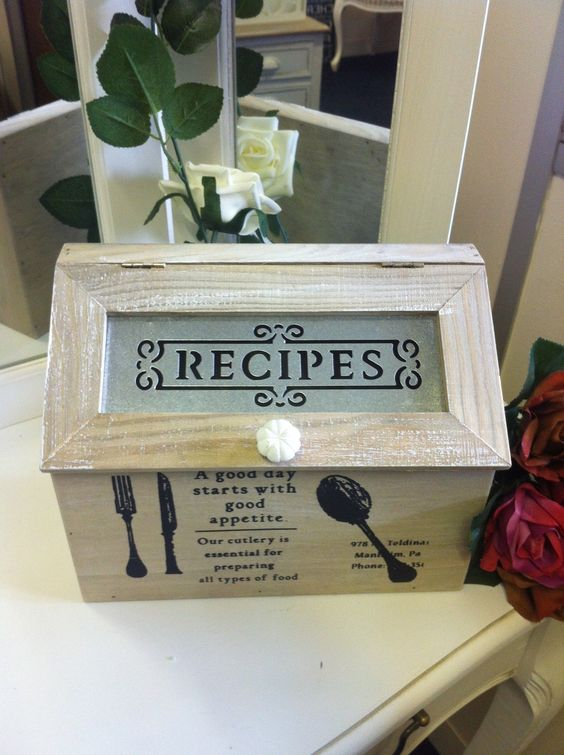 I love baking! Beautiful recipe box.