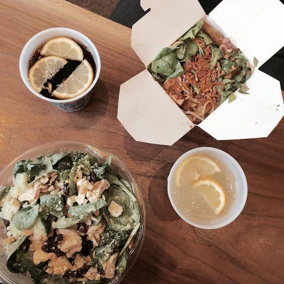 via @honeygrow: the ultimate lunch showdown: salad or stir-fry?  ( : @iamayooon)