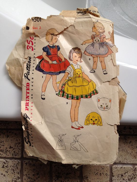 Child's apron Simplicity pattern