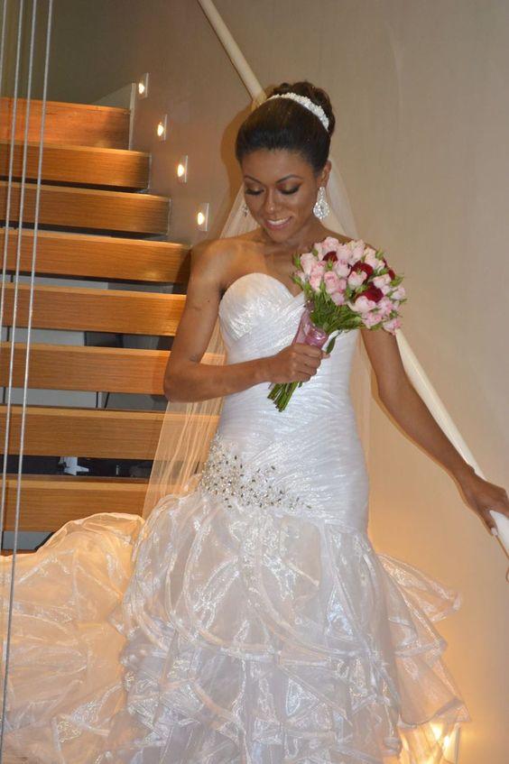 Tivemos o prazer de fazer parte desse dia maravilhoso! Parabéns Bruna Rodrigues 👏👏👏👏#brides #noivas #noivadoano #vestidodenoiva #penteadodenoiva #bridesmaid #madrinhas #pedidodecasamento #casamentonocampo #casamentonapraia #chadelingerie #chabar #aneldenoivado #noivasdobrasil #inesquecivelcasamento #eudissesim #noivasdesp #voucasar #vireinoiva #padrinhos #noivamagra #noivafit #casamento2017 #bridestyle#madrinhadecasamento #stylicattoprime1