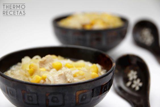 Sopa china de tallarines, maíz y pollo - http://www.thermorecetas.com/2014/10/05/sopa-china-de-tallarines-maiz-y-pollo/