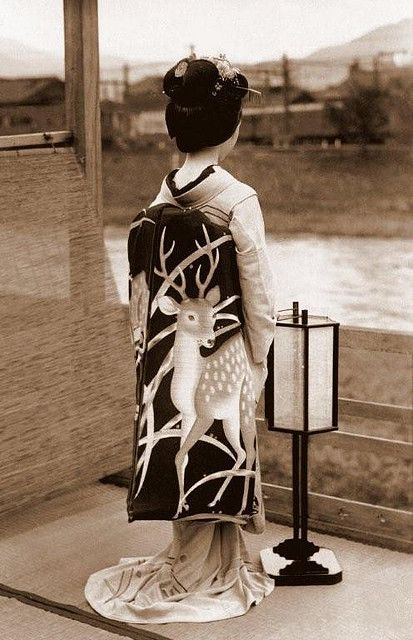 https://flic.kr/p/4VgDQ5 | SHOW ME THE OBI !  A Maiko's Spectacular Fashion Statement in Old Kyoto, Japan | Just keep her out of Pennsylvania during Hunting Season, ok ?  This is relatively later than most of the other pics I'm posting here. It seems to be 1920s-30s.  However, in any time or place, it's a fantastic Obi.  By the way, if I ever find this OBI in a flea-market in Tokyo someday, should I......   (1) cut it up and make beer coasters out of it ?,   or   (2) preserve it as is, and s...: