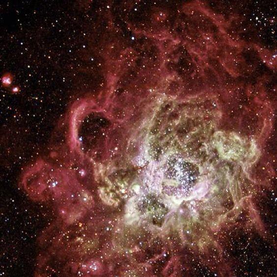Provavelmente uma das mais belas imagens espaciais, NGC 604 é uma nebulosa de grandes dimensões, repleta de estrelas em formação. Medindo aproximadamente 1500 anos-luz de comprimento, NGC 604 é uma verdadeira maternidade de estrelas, cem vezes maior que a nebulosa de Órion M42.