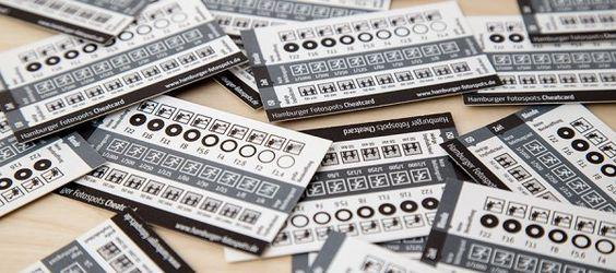 Hamburger Fotospots Cheatcards auf dem Tisch