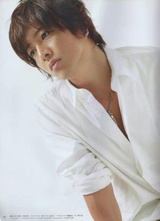 白いシャツの木村拓也