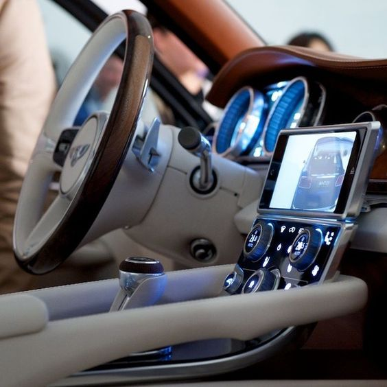 Bentley Luxury Car Inside: Appreciate New Technology Embarquée!