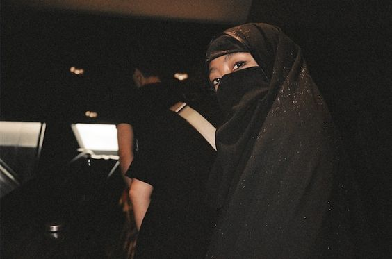 I Walked Around in a Burqa All Day (And I'm Not Muslim) #burqa #fashion #vice