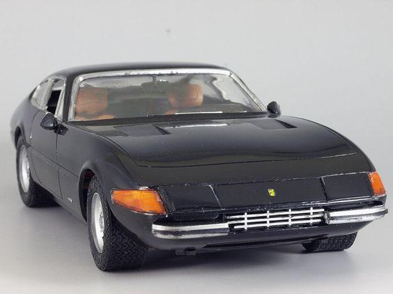 Ferrari 365GTB/4 Daytona 1/24 Crown
