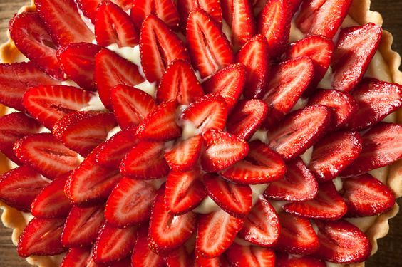 pretty strawberry tart with citrus pastry cream!