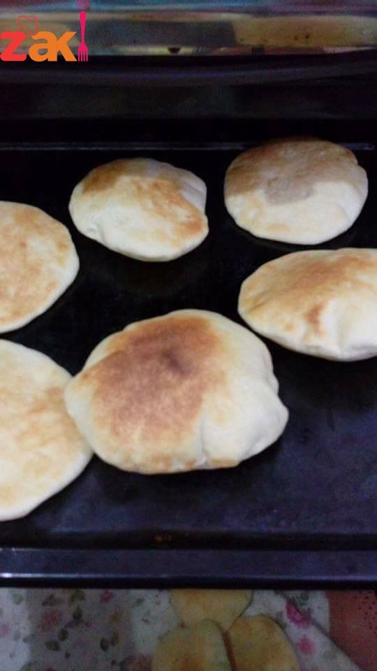 اللي مشتهية خبز البيت تعالي أعملك طريقة الخبز البيتي على أصوله زاكي Arabic Food Food Food Recipies
