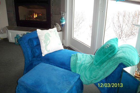 Sear horse pillow, matching set with a snowflake on pillow.  2013