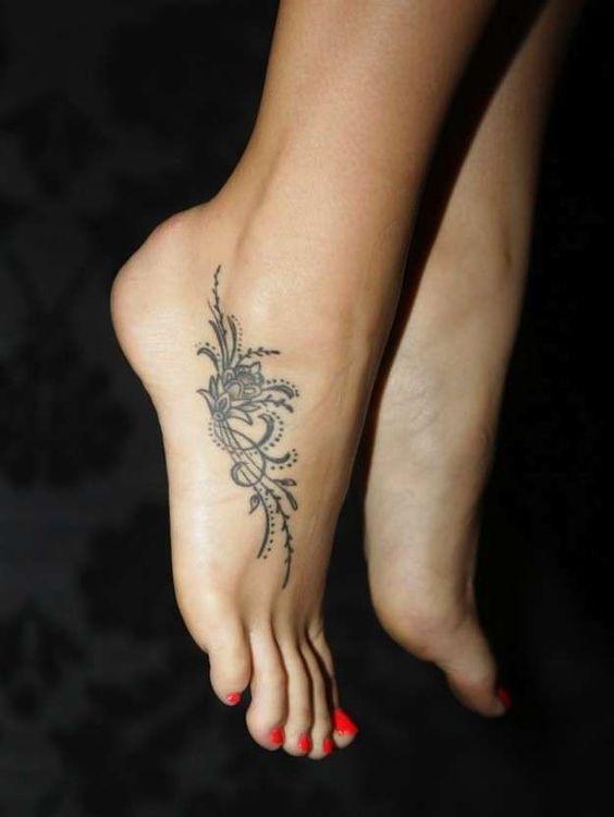 Tatuajes para mujeres en el pie: fotos de los diseños (35/40) | Ellahoy