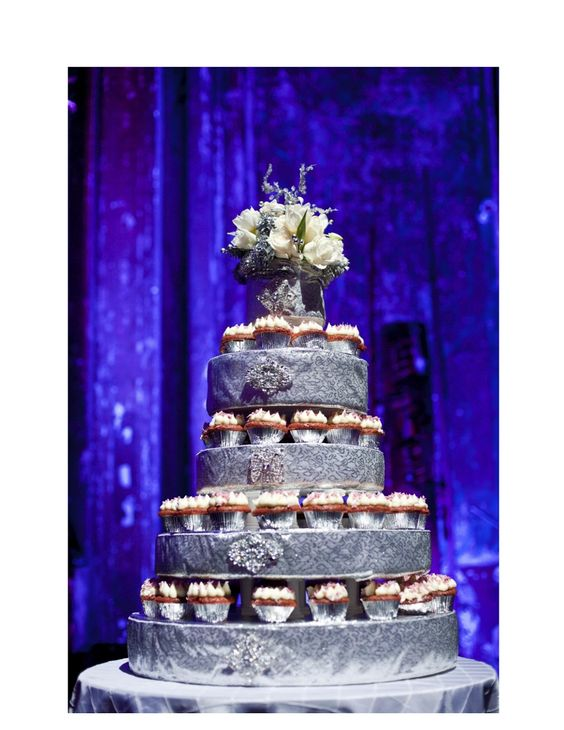 winter wedding cakes cupcakes winter wedding cake nancyswiezyevents 27558