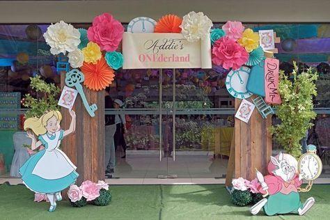 Addie S Alice In Wonderland Themed Party 1st Birthday Alice In Wonderland Tea Party Birthday Alice In Wonderland Decorations Wonderland Party Decorations