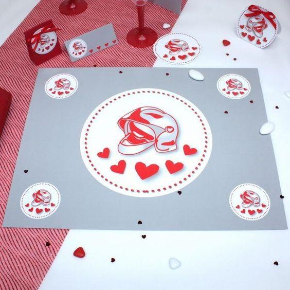 Un set de table assorti avec votre thème pompiers pour une cérémonie glamour, la décoration de table est primordiale pour la réussiet d'une cérémonie de mariage.