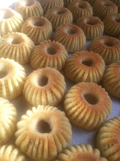 طريقة عمل معمول السميد ومعمول الطحين كعك العيد بالسميد والطحين Arabic Dessert Arabic Sweets Cookie Recipes