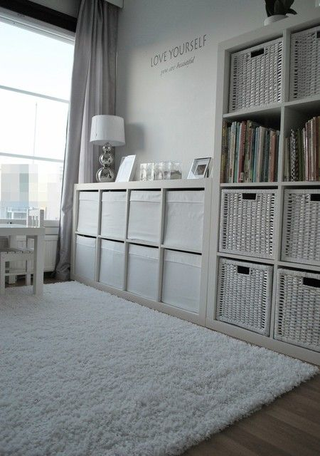 kallax unit family room - Google Search. Voor bij de achterdeur i.p.v. meerdere dvd kastjes en boekenkast. 1 geheel!