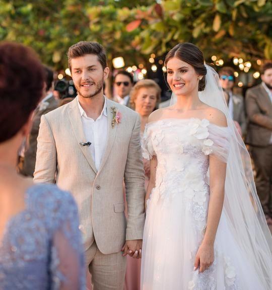 Tudo sobre o casamento de Camila Queiroz e Klebber Toleto #vestidodenoiva #casamento2018 #lethiciabronstein #ellegancycosturas #ateliêdecotura