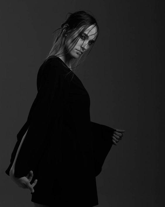 #movement @maja_mircic . . . . #blackandwhite #windmachine #bandw #studio #melbournemodels #melbournefashion #fashionphotographer #fashion #studio #singlelight #beauty #marilynmonroe #model