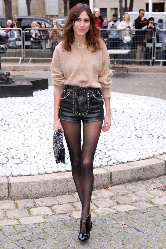 Alexa Chung - short e meia-calça - meia-calça - inverno - street style