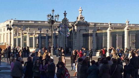 Soap bubble at the royal palace. - rutisreisen.de, Travelblog