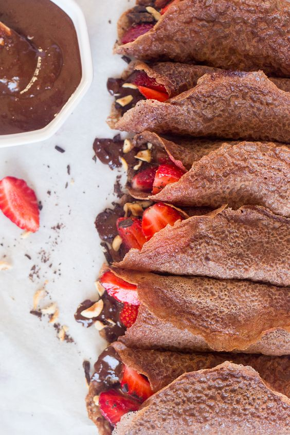 Vegan chocolate crêpes with hazelnut filling and strawberries - Lazy Cat Kitchen