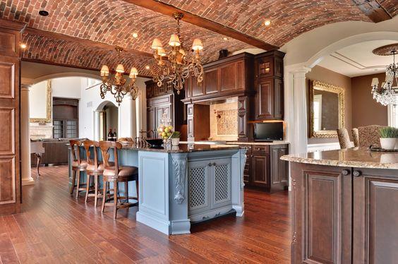 Traditionelle Küche Aus Lackiertem Holz (Epochenstil) Painter'S