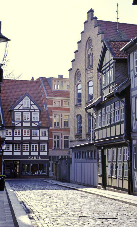 Das Malerische Historische Michaelisviertel Hat Architektonisch Einiges Zu Bieten Foto Braunschweig Stadtmarketing Gmbh Fachwerkbau Fachwerk Braunschweig