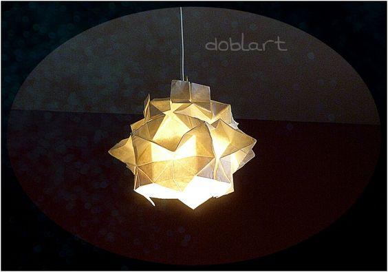 Lámpara de origami (kusudama) hecha con papel tradicional chino (xuan).