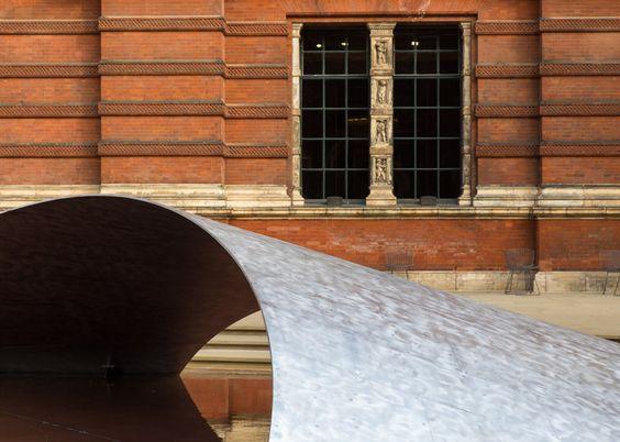 Zaha Hadid installs aluminium wave over pool in V&A museum garden