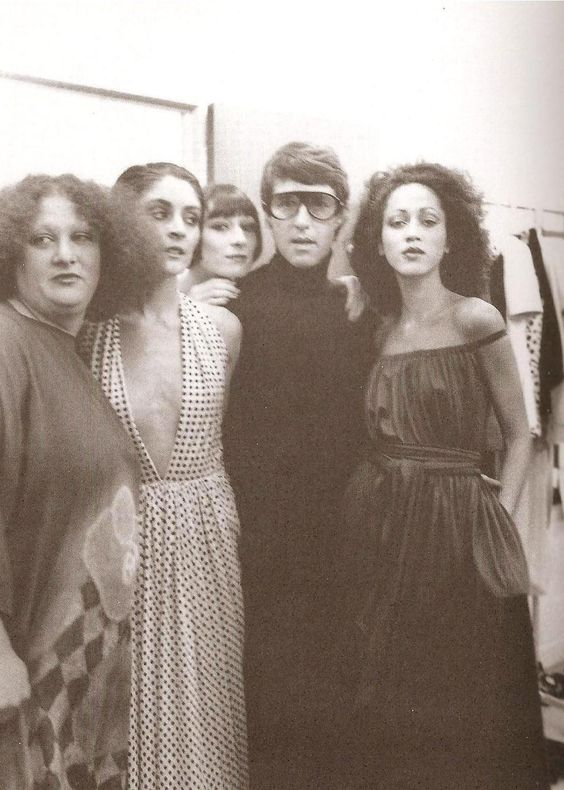 i love the 70's and halston  (via Eve)  Pat Cleveland and Angelica peeking from Haltson's shoulder