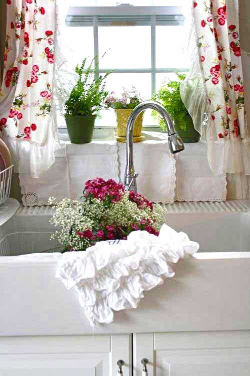 Country Charm - reminds me of my gran's kitchen... bright, cheerful and full of much love.: