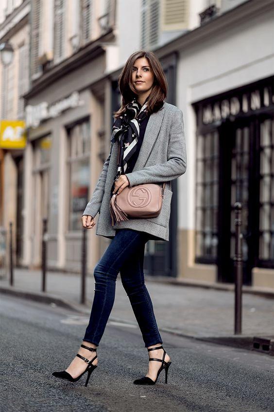 Looks de streetstyle de primavera con pantalones. Cómo lucir las últimas tendencias en pantalones: culottes, bajos deshilachados, mom jeans, anch...