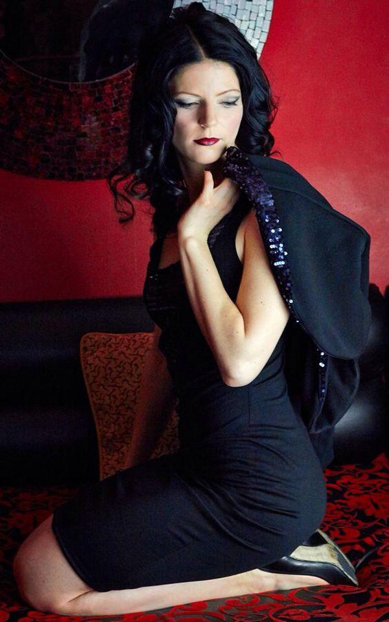 Design: Wehmuth Foto: Sylvia Motyl  Maske: Judith Szillus #wehmuth #mirror #pailletten #bolerojacke #jerysey #black #lila #red