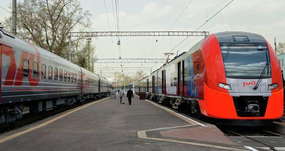 Ferrocarriles de Rusia examina permitir a mujeres trabajar de conductores de trenes